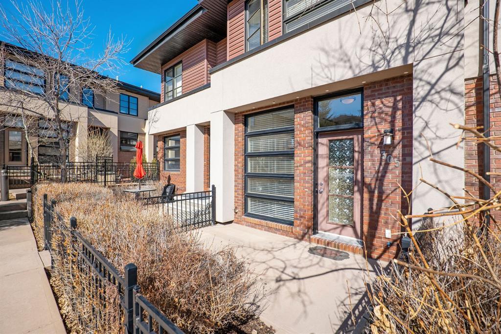 305 ASPEN HILLS Villas SW Calgary AB T3H 0H9