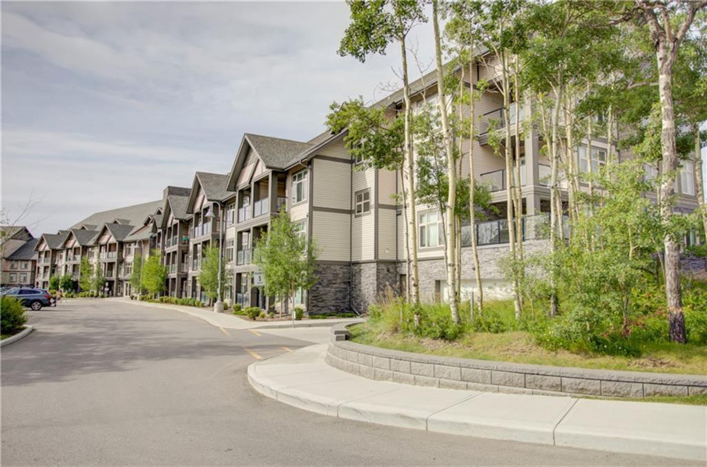114,   15 Aspenmont Heights SW Calgary AB T3H 0E3