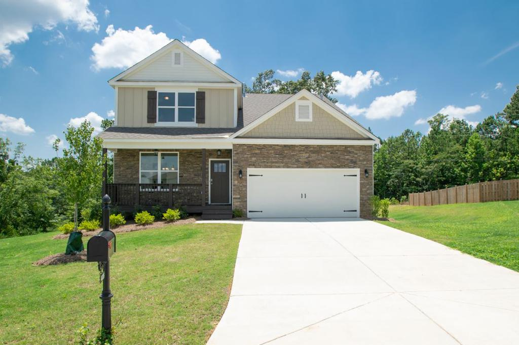 Photo of home for sale at 4036 Laura Ln, Chelsea AL