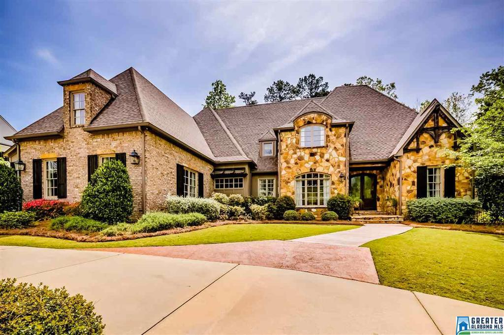 Photo of home for sale at 4389 Kings Mountain Ridge, Vestavia Hills AL