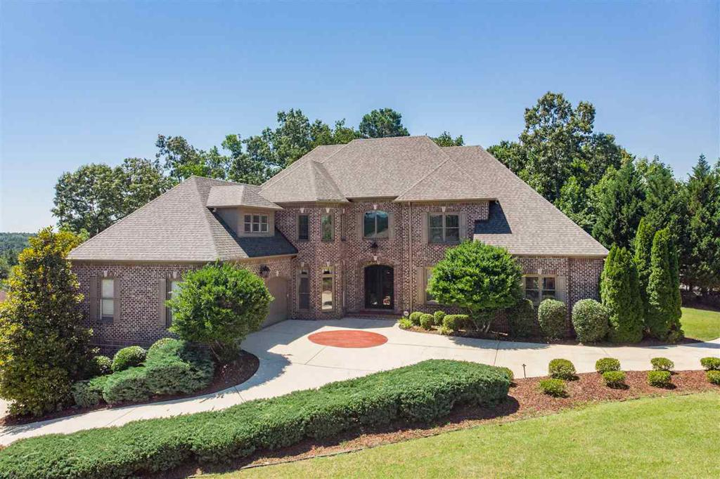 Photo of home for sale at 1008 Highland Gate Ct, Hoover AL