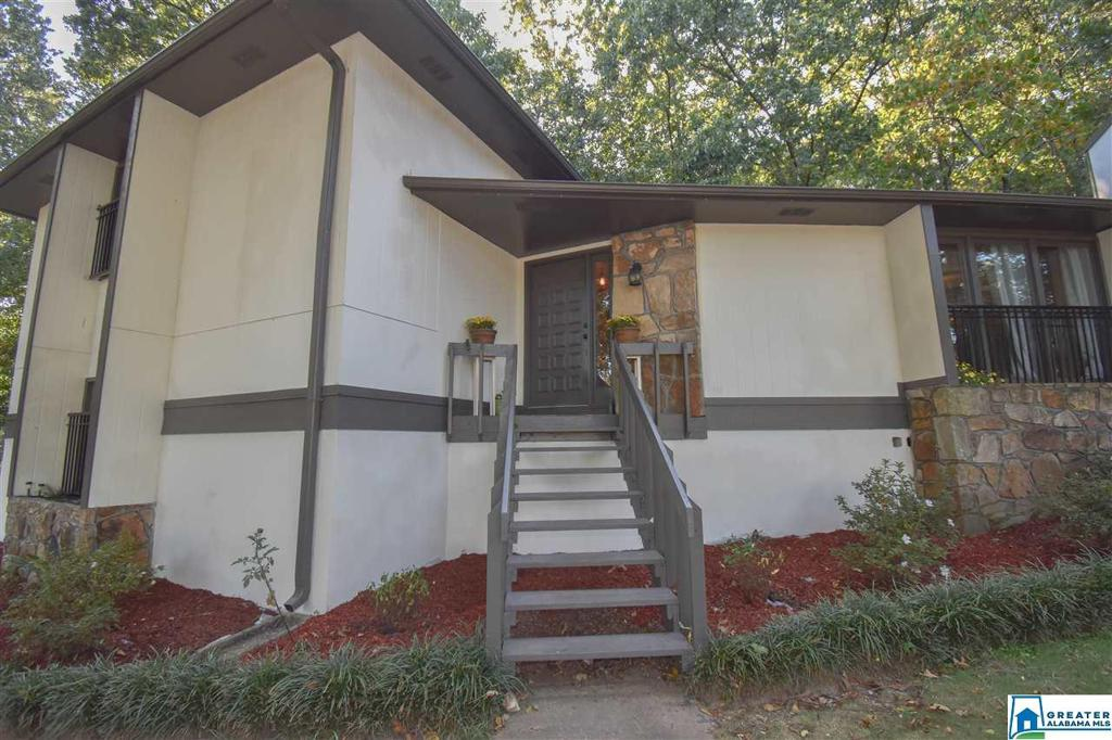 Photo of home for sale at 2512 Hamilton Cir, Pelham AL