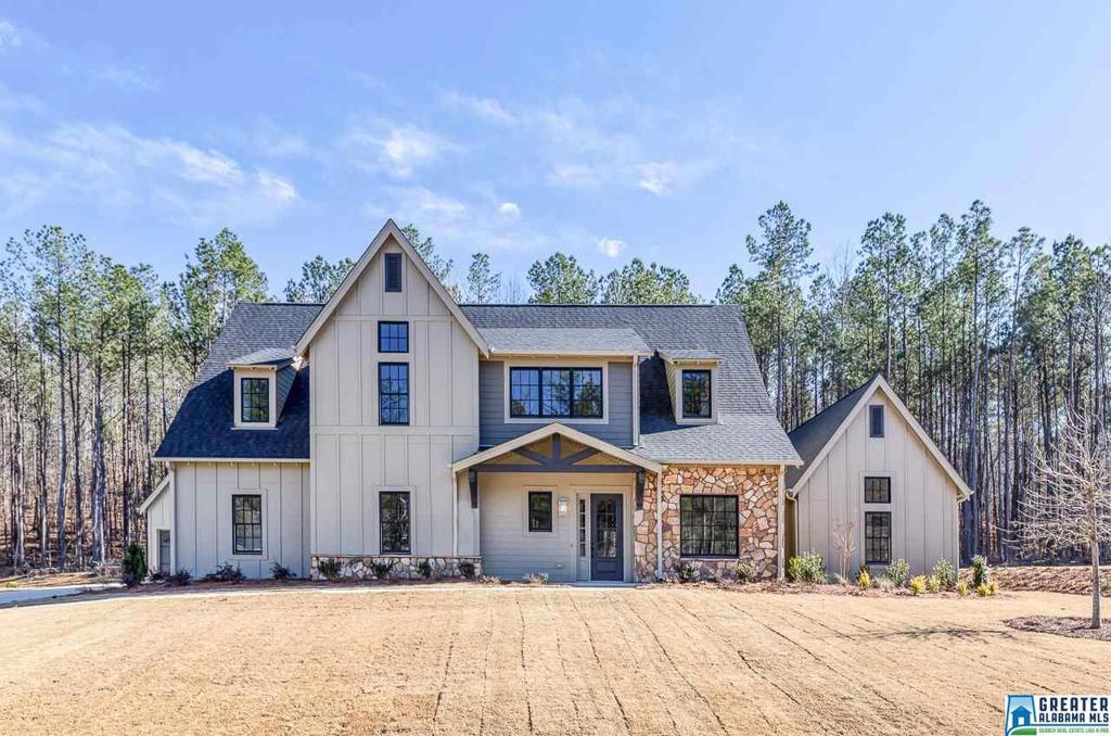 Photo of home for sale at 2752 Blackridge Ln, Hoover AL