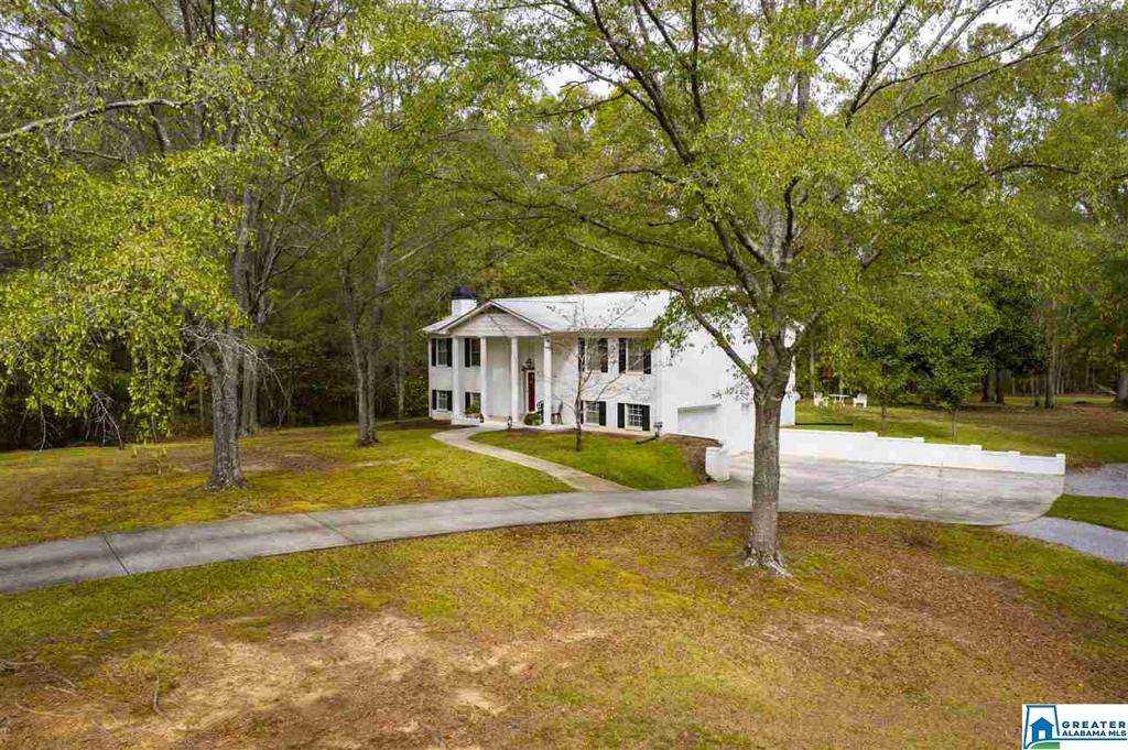 Photo of home for sale at 125 Rock School Rd, Chelsea AL