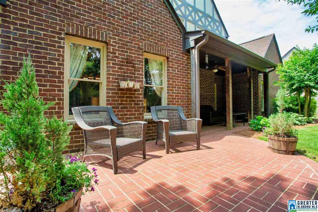 Photo of home for sale at 2310 Freestone Ridge Cove, Hoover AL
