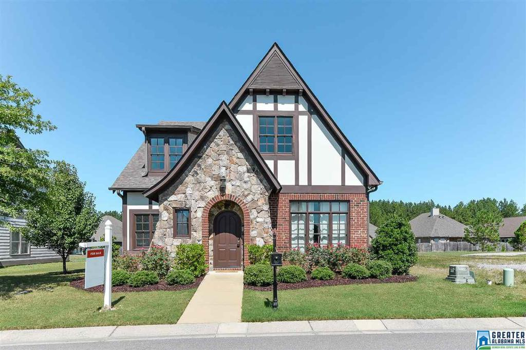 Photo of home for sale at 5013 Hawthorne Pl, Chelsea AL