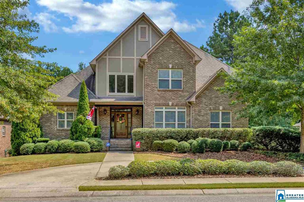 Photo of home for sale at 1432 Stoneykirk Rd, Pelham AL