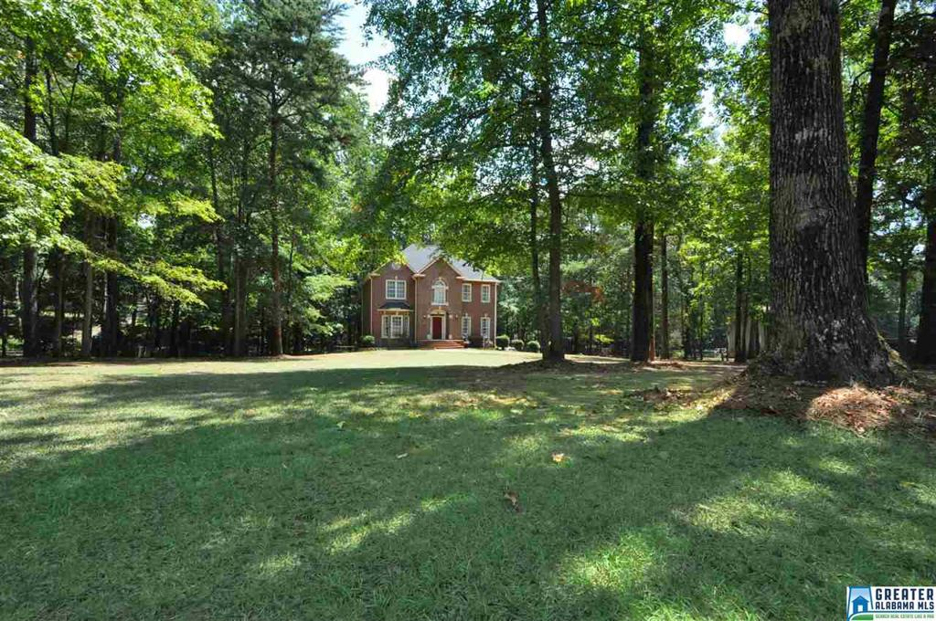 Photo of home for sale at 137 Chestnut Dr, Alabaster AL