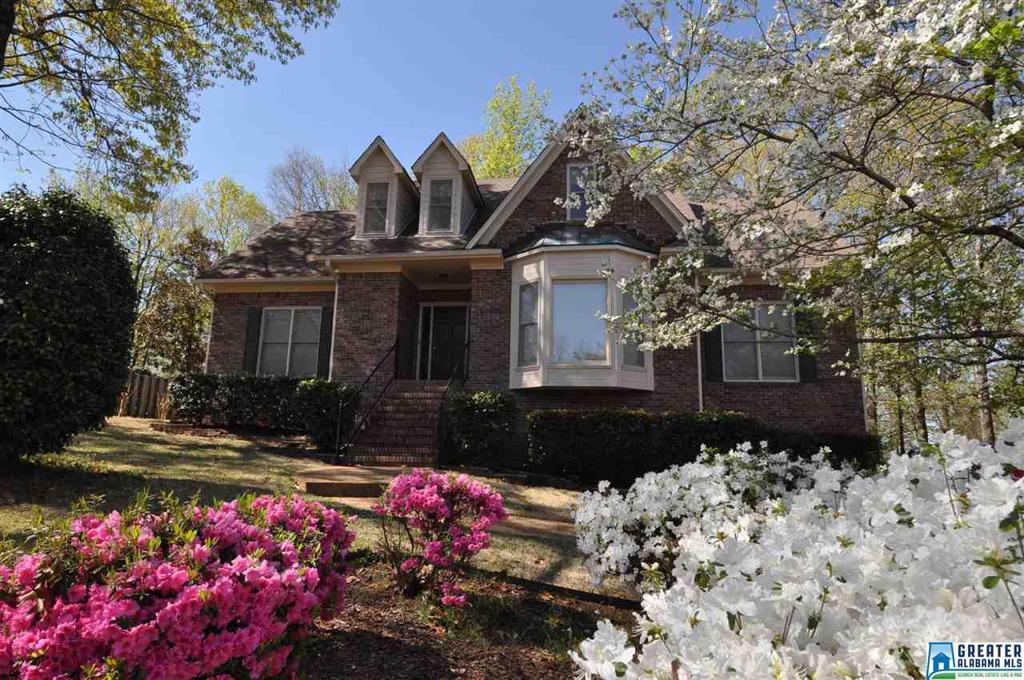 Photo of home for sale at 303 Newgate Ct, Alabaster AL