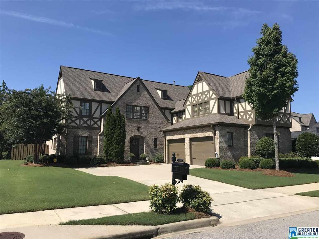 Photo of home for sale at 2141 Greenside Way, Hoover AL