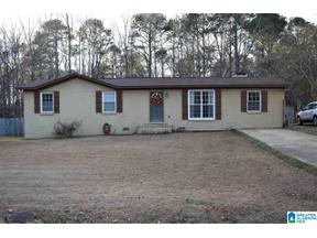 Property for sale at 402 Timothy Dr, Columbiana, Alabama 35051
