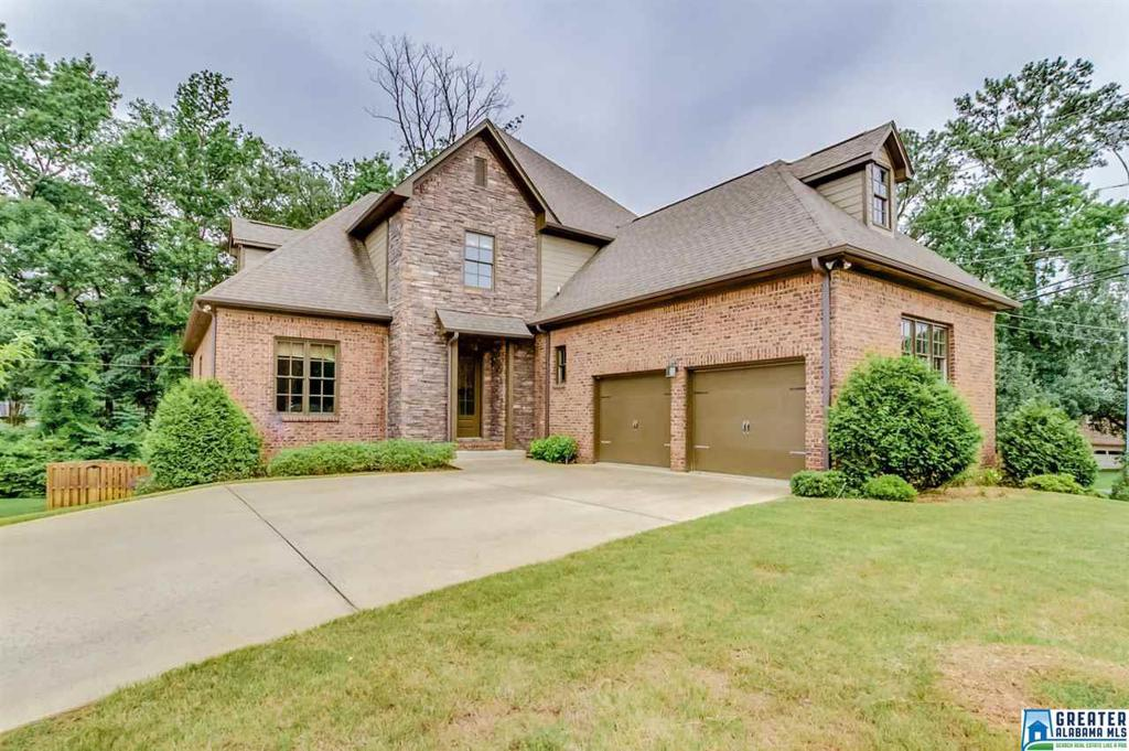 Photo of home for sale at 801 Byron Way, Hoover AL