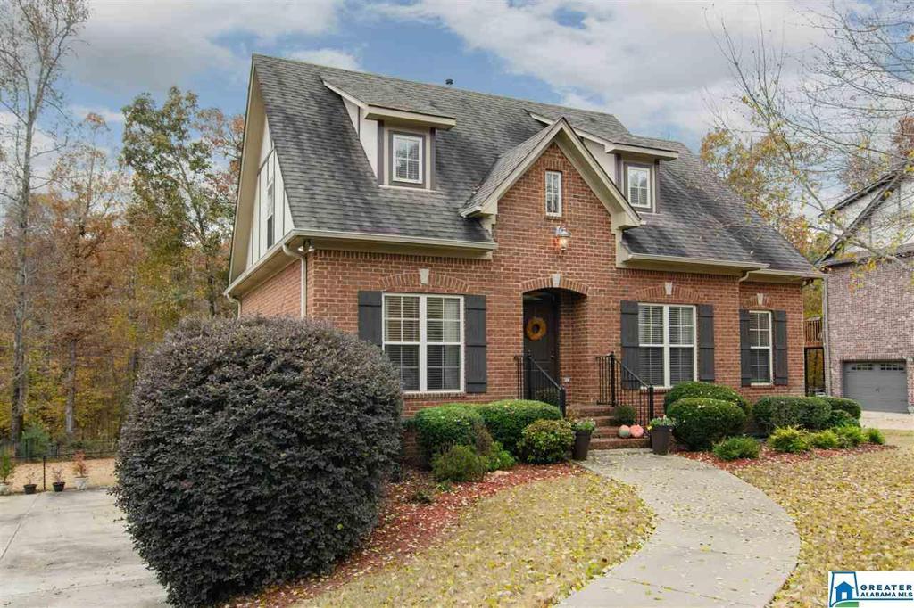 Photo of home for sale at 104 Lauchlin Ln, Pelham AL