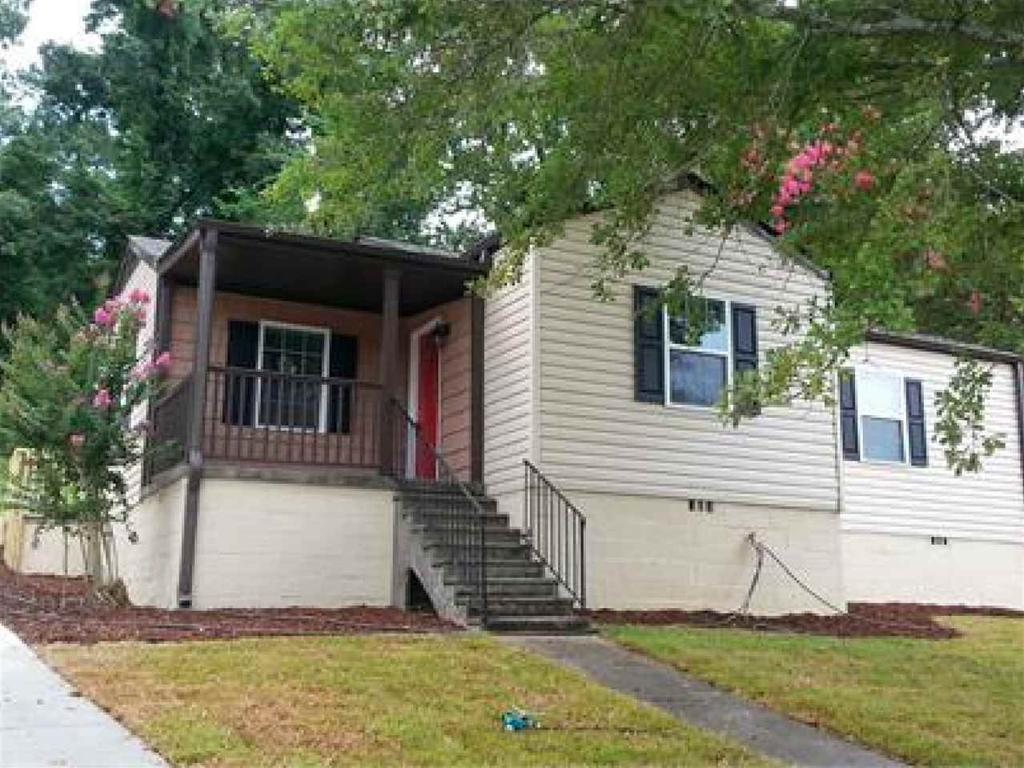 Photo of home for sale at 837 Grove St, Homewood AL
