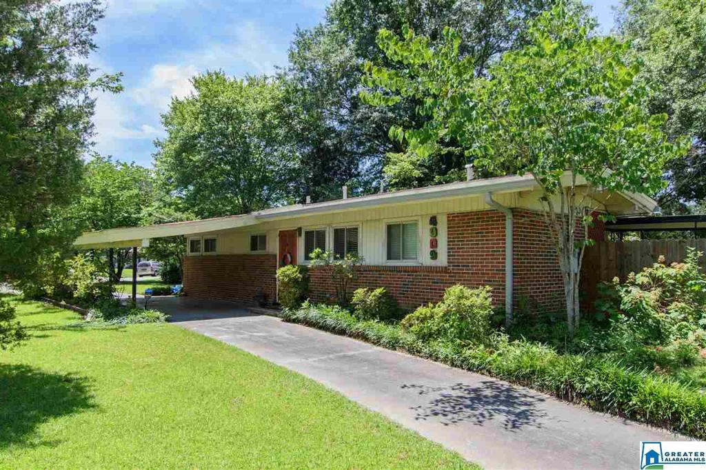 Photo of home for sale at 4909 Pittman Ave, Irondale AL