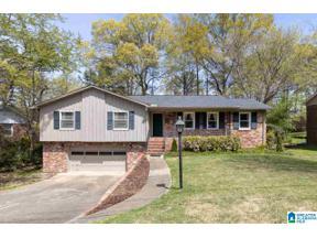 Property for sale at 2225 Myrtlewood Drive, Hoover, Alabama 35126