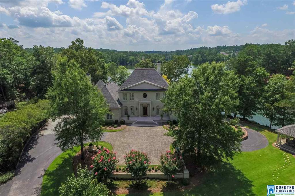 Photo of home for sale at 2020 Lake Heather Dr, Birmingham AL