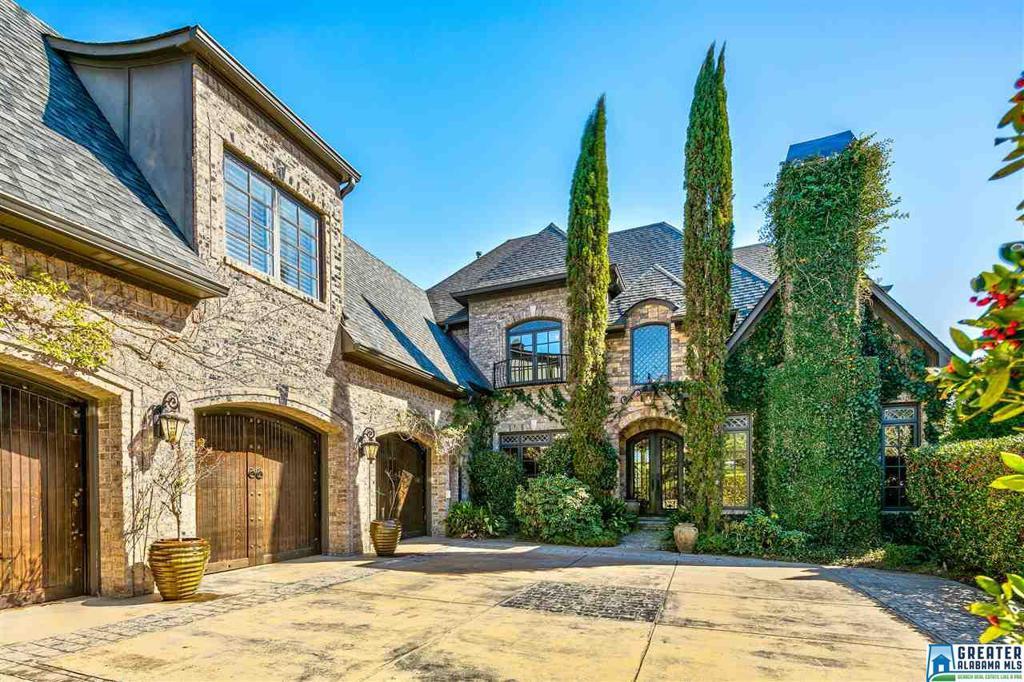 Photo of home for sale at 132 Carnoustie Dr, Pelham AL