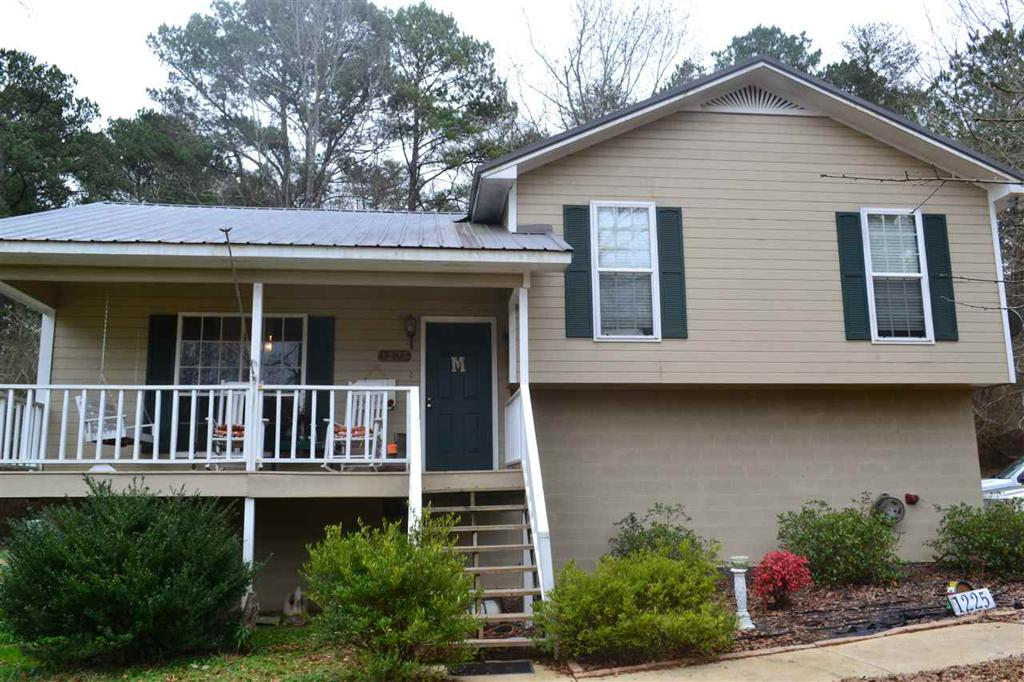 Photo of home for sale at 1225 Star Ln, Mulga AL