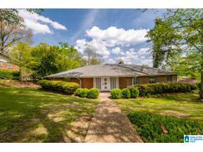Property for sale at 2609 Mountain Woods Drive, Vestavia Hills, Alabama 35216
