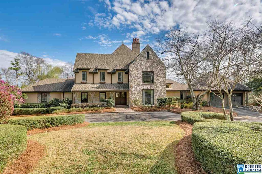 Photo of home for sale at 3023 Briarcliff Rd, Mountain Brook AL