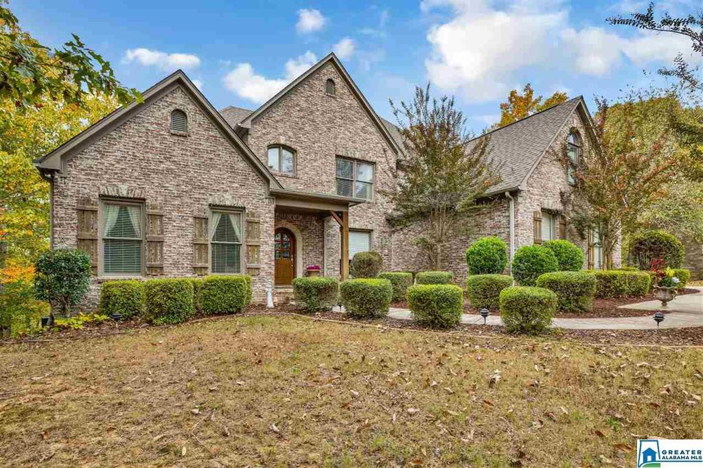 Photo of home for sale at 1715 Oak Park Ln, Hoover AL