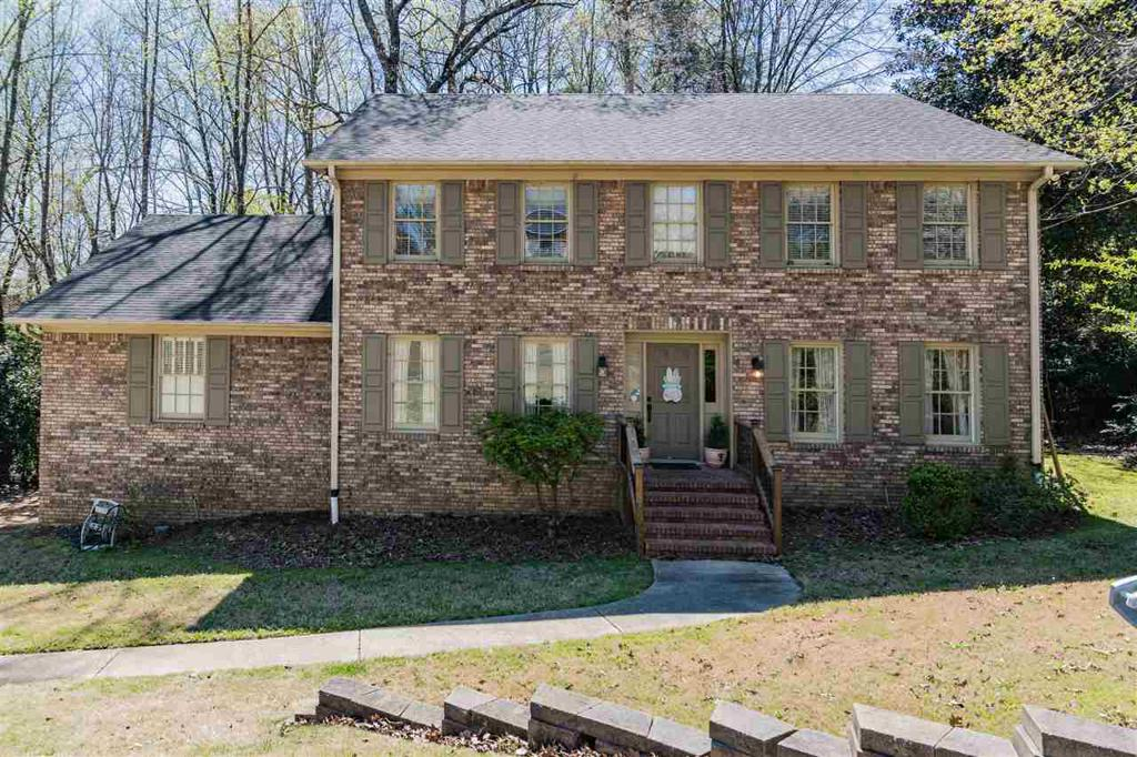 Photo of home for sale at 1244 Branchwater Ln, Vestavia Hills AL