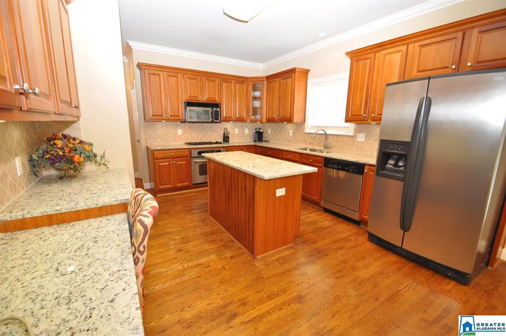 Photo of home for sale at 155 Scarlet Oak Dr, Alabaster AL