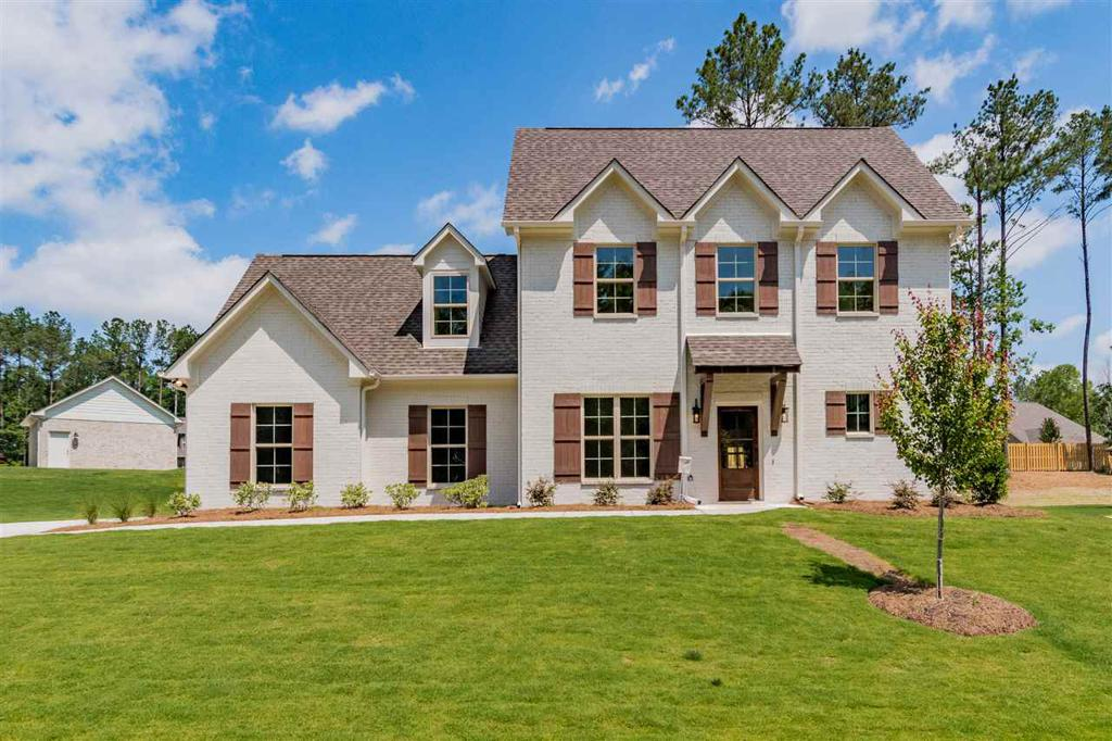 Photo of home for sale at 307 Birkdale Cove, Pelham AL
