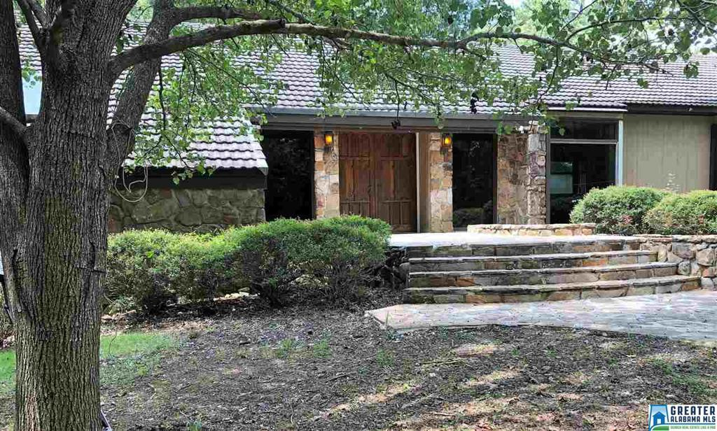 Photo of home for sale at 1122 Cahaba River Estates, Hoover AL