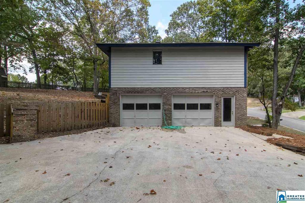 Photo of home for sale at 2592 Chandalar Ln, Pelham AL