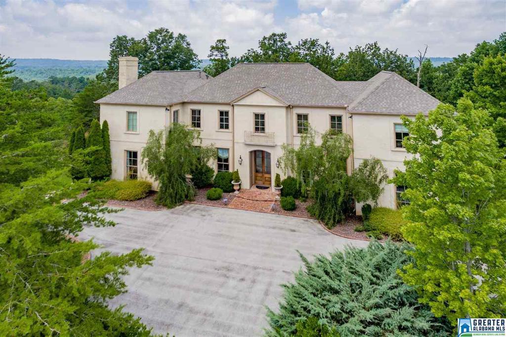 Photo of home for sale at 7400 Ridgecrest Court Rd, Vestavia Hills AL