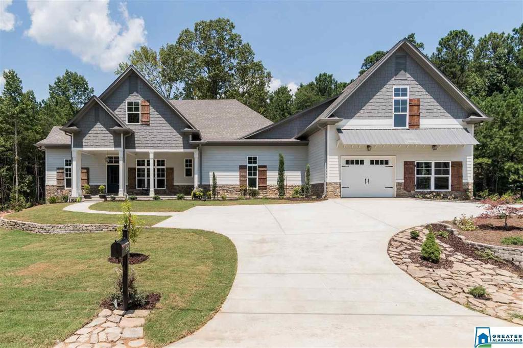 Photo of home for sale at 351 Signal Valley Trl, Chelsea AL