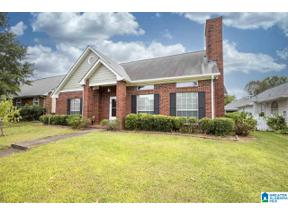 Property for sale at 115 Stratshire Ln, Pelham, Alabama 35124