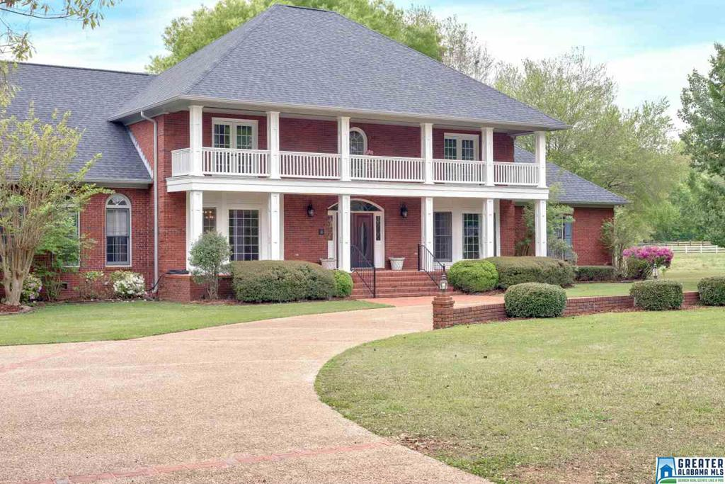 Photo of home for sale at 1086 Spring Garden St, Indian Springs Village AL