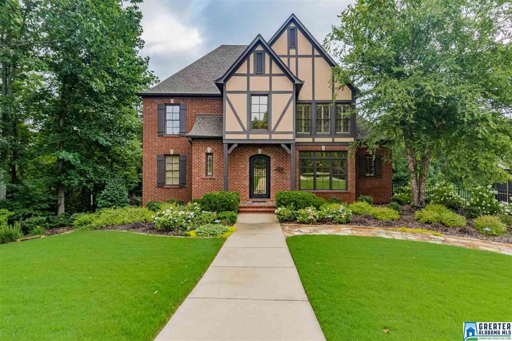 Photo of home for sale at 3904 Butler Springs Way, Hoover AL