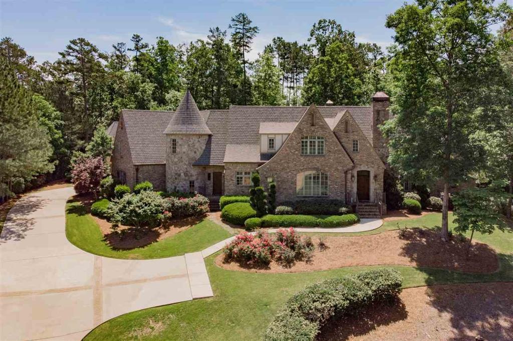 Photo of home for sale at 7491 Kings Mountain Rd, Vestavia Hills AL