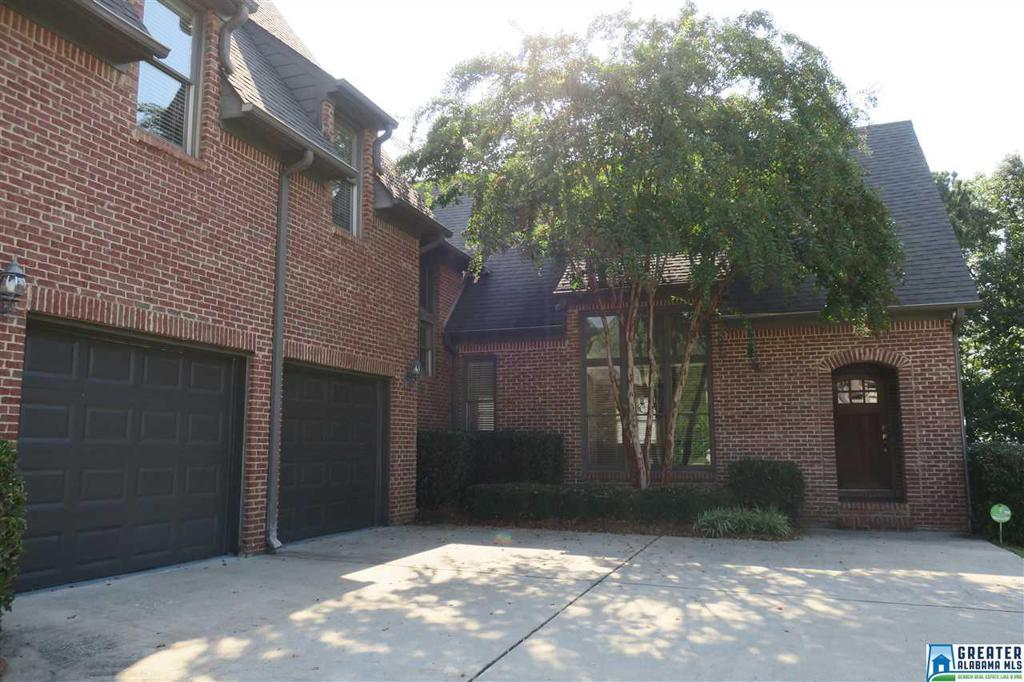 Photo of home for sale at 5656 Chestnut Trc, Hoover AL