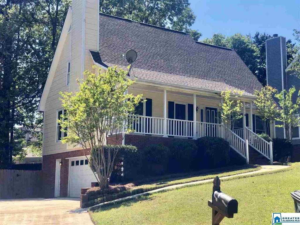 Photo of home for sale at 3012 Huntington Trl, Hoover AL
