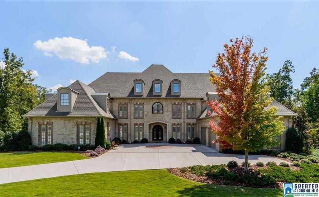 Photo of home for sale at 4341 Kings Mountain Ridge, Vestavia Hills AL