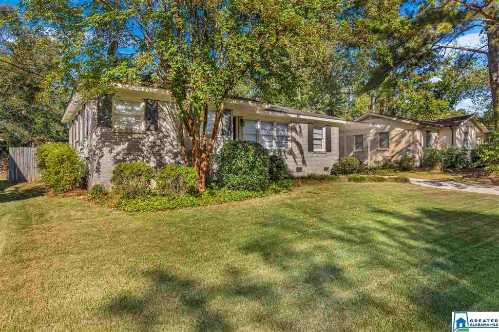 Photo of home for sale at 120 Stoneview Rd, Irondale AL