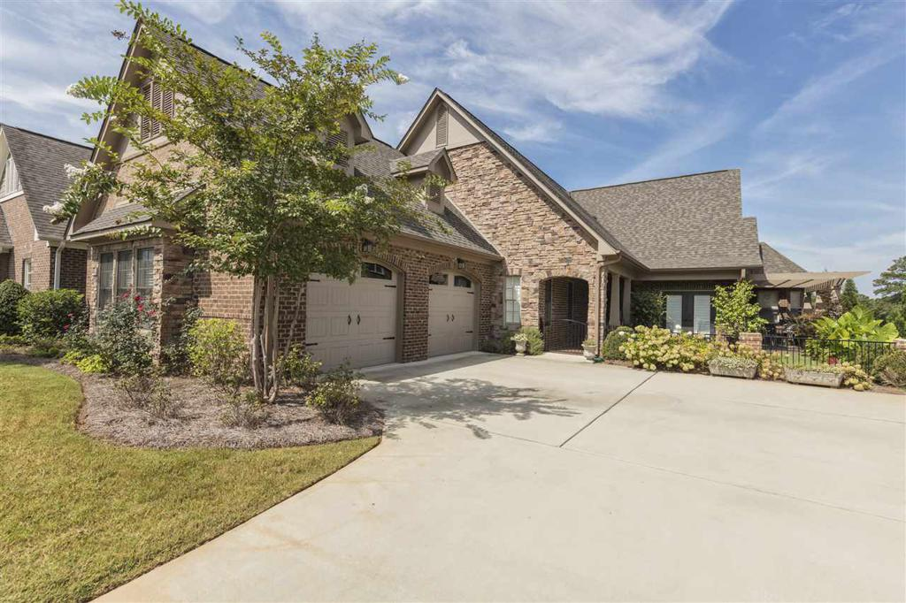Photo of home for sale at 1013 Danberry Ln, Hoover AL