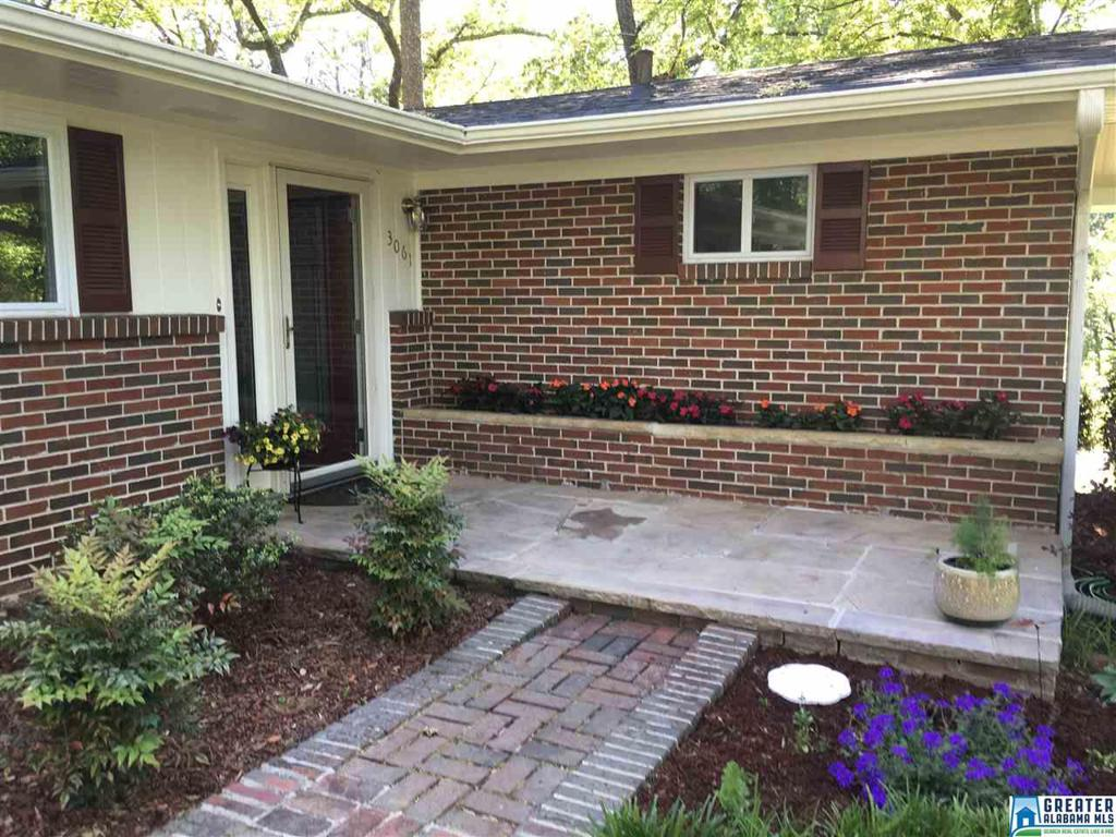 Photo of home for sale at 3061 Whispering Pines Cir, Hoover AL