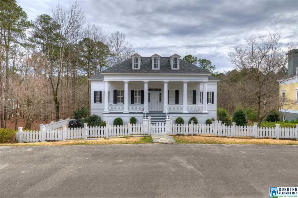 Photo of home for sale at 195 Oak Cir, Hayden AL