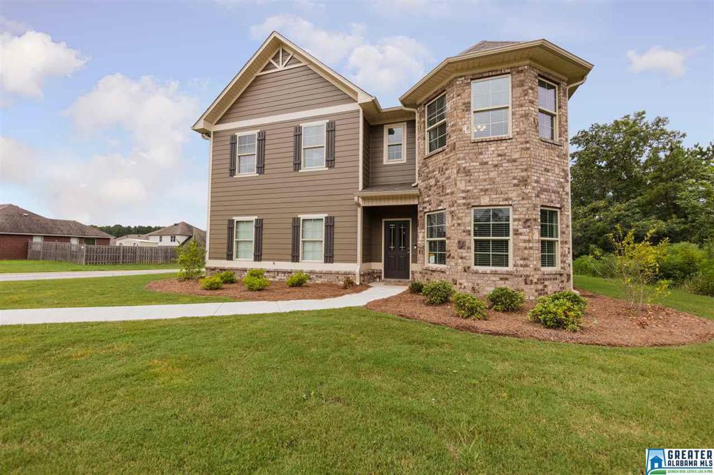 Photo of home for sale at 5115 Windsor Parc Dr, Bessemer AL