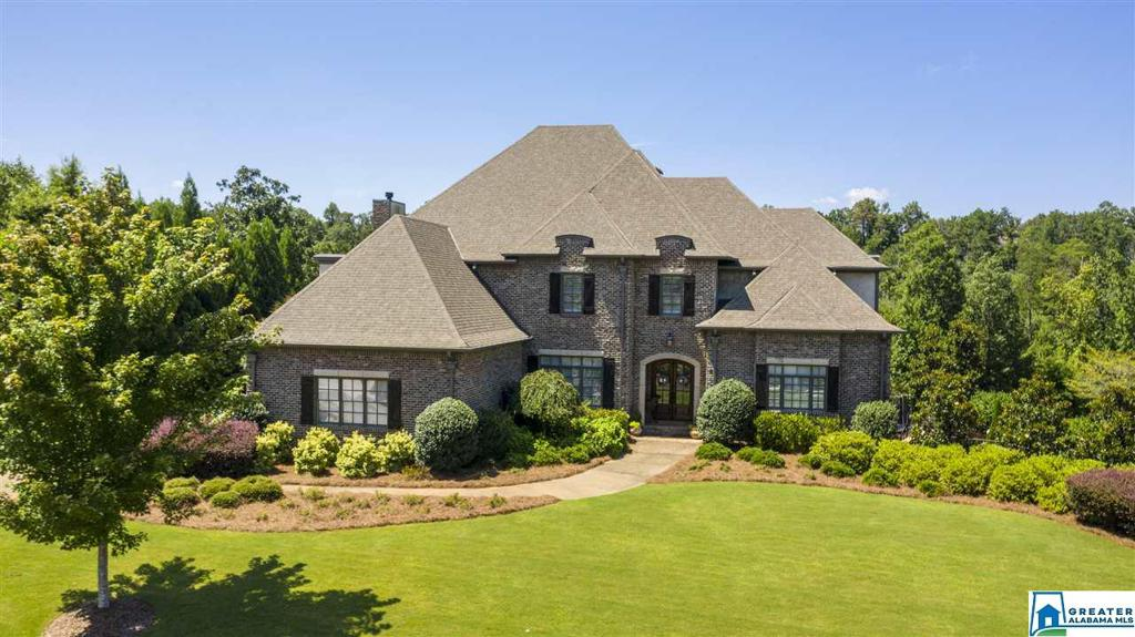 Photo of home for sale at 4346 Kings Mountain Ridge, Vestavia Hills AL