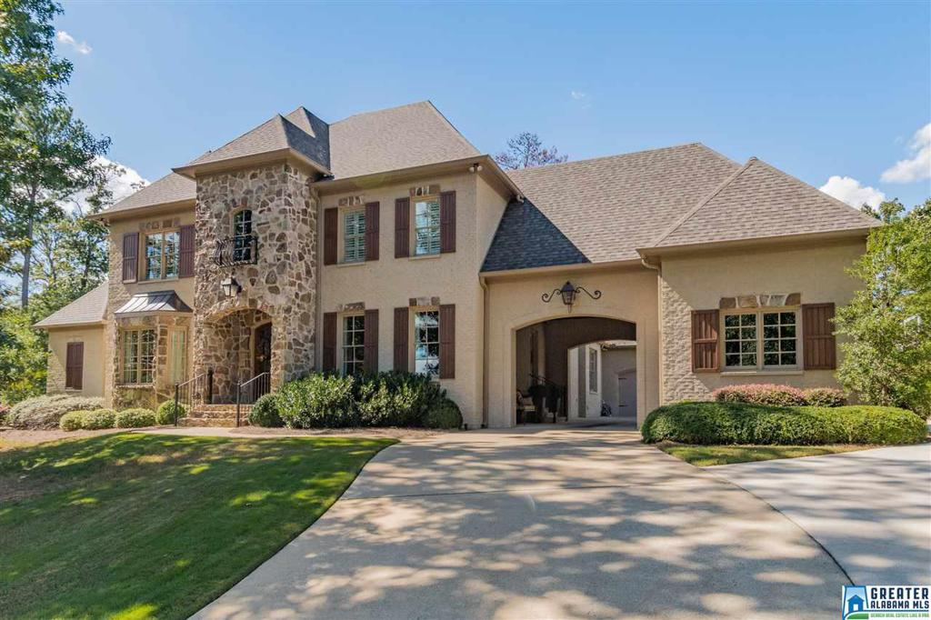 Photo of home for sale at 4380 Kings Mountain Ridge, Vestavia Hills AL