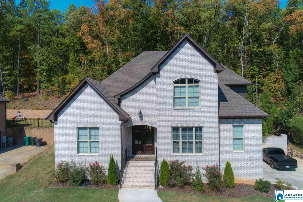 Photo of home for sale at 1489 Stoneykirk Rd, Pelham AL