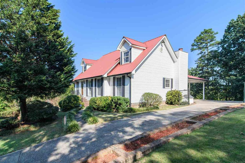 Photo of home for sale at 202 Stoneview Trl, Irondale AL