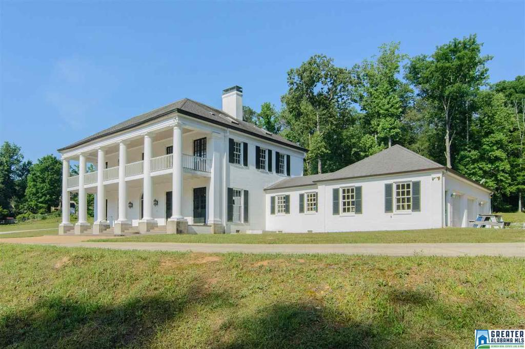 Photo of home for sale at 3961 Briar Oak Dr, Vestavia Hills AL